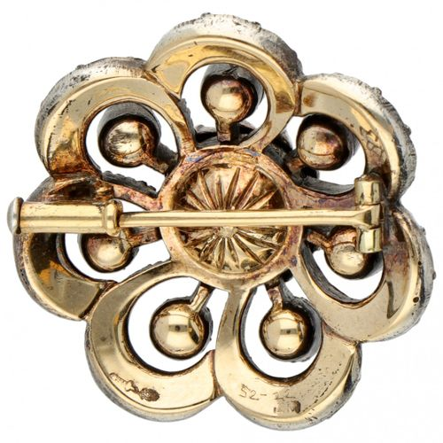 14K. Yellow gold vintage flower shaped brooch set with diamond in a 925/1000 sil…