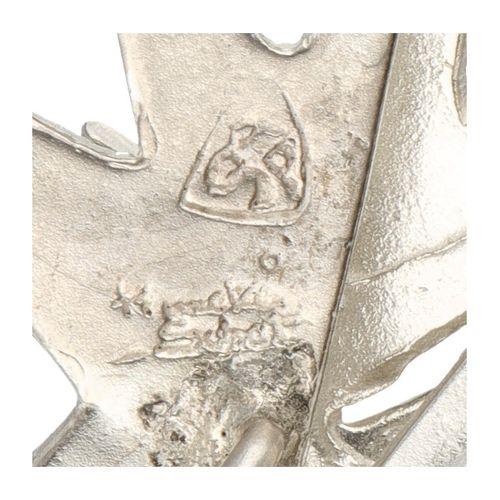 Silver Anneke Schat design pendant altered into lapel pin 925/1000. Poinçons : s…