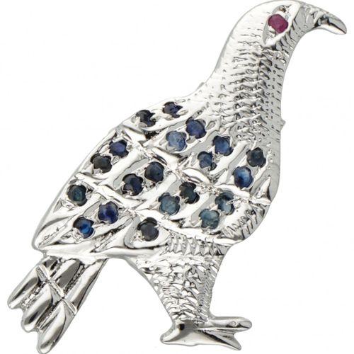 Silver brooch of a bird set with sapphire and ruby  800/1000. 有刻面蓝宝石和一颗红宝石(直径约…