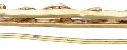 14K. Yellow gold brooch set with seed pearls. 印章:585。有5颗珍珠(直径1x约3.0毫米,4x约2.0毫米)。…