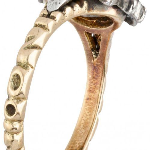 14K. Yellow gold vintage rosette ring set with rose cut diamond. 印章:585,925。制造者的…