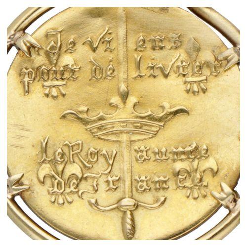 14K. Yellow gold Jeanne D'arc Art Nouveau pendant. 印章:585。正面是Jeanne D'arc,背面有一首法…