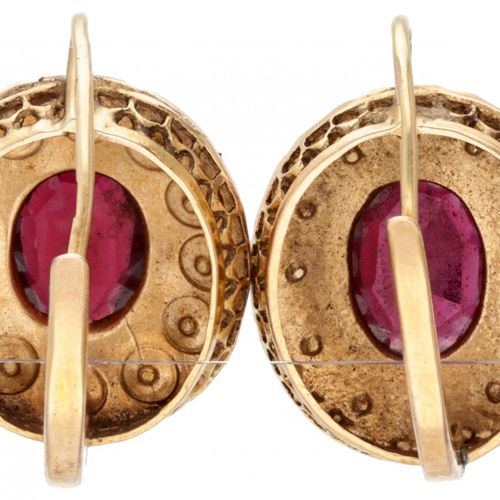 14K. Rose gold earrings set with seed pearls and garnet topped doublets. 印章:585。…