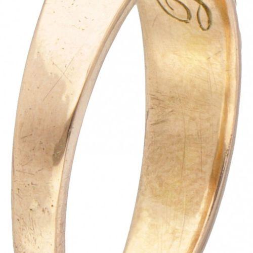 14K. Rose gold antique 3 stone ring set with red coral. Avec inscription à l'int…