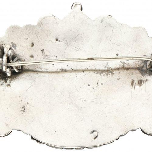 Silver antique brooch set with garnet 800/1000. Poinçons : Z. Marque du fabrican…