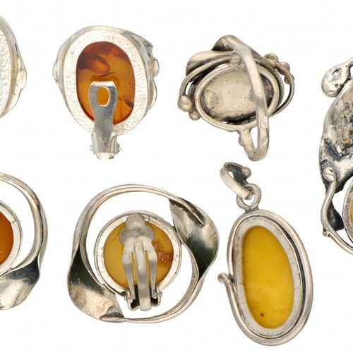 Set of silver earrings, pendants and ring set with amber 925/1000. Poinçons : 92…