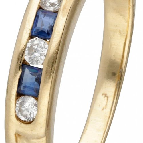 14K. Yellow gold ring set with approx. 0.08 ct. Diamond and natural sapphire. Po…