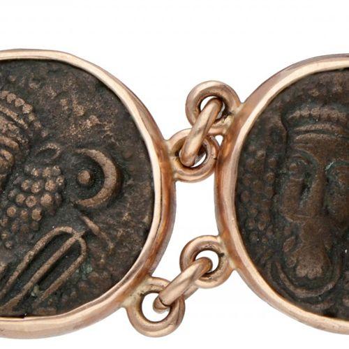 BLA 10K. Rose gold bracelet set with Parthian coins. Avec chaîne de sécurité. L …
