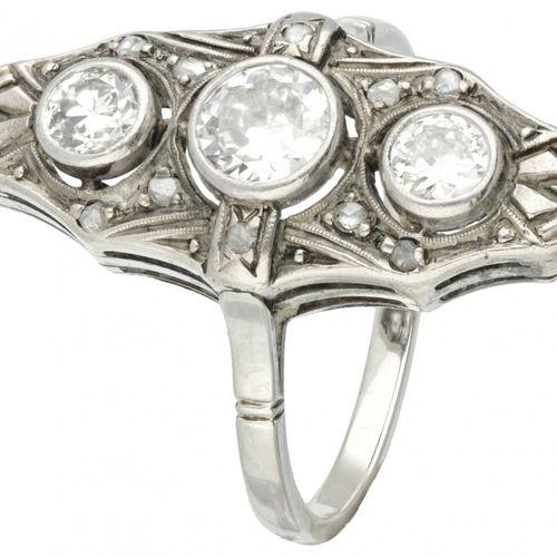 14K. White gold princess ring set with approx. 0.67 ct. Diamond. Poinçon : 585. …