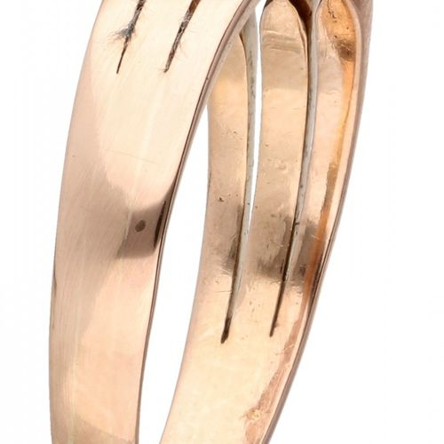 BLA 10K. Rose gold vintage ring set with approx. 0.12 ct. Diamond. 2颗老欧洲式切割和1颗明亮…