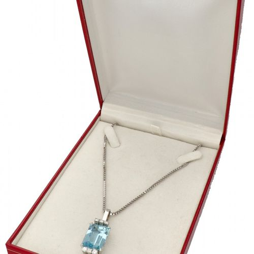 14K. White gold venetian link necklace and pendant set with approx. 0.54 ct. Dia…