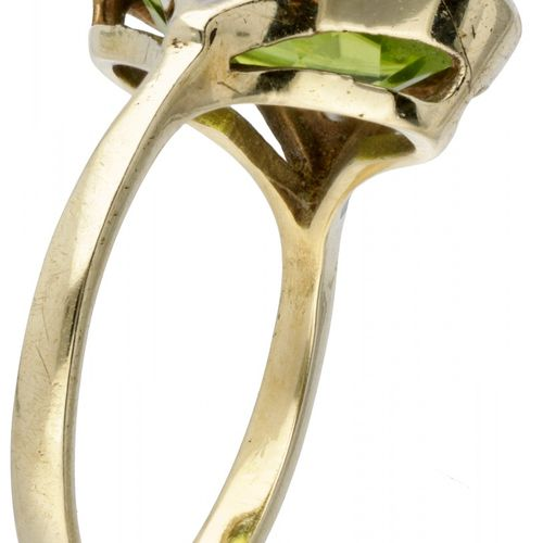 14K. Yellow gold oval ring set with approx. 0.02 ct. Diamond and approx. 3.53 ct…