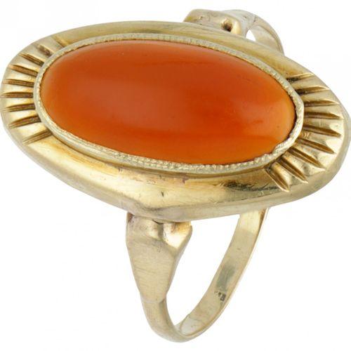 14K. Yellow gold ring set with approx. 3.46 ct. Carnelian. Poinçon : 585. Avec u…