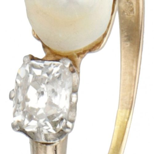 18K. Yellow gold ring set with approx. 0.48 ct. Diamond and a freshwater pearl. …