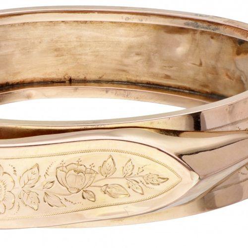 18K. Yellow gold antique bangle bracelet set with rose cut diamond. 印章:750。配有安全链…