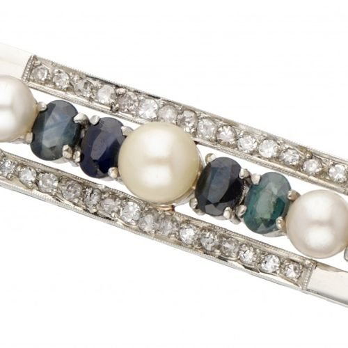 14K. White gold Art Deco brooch set with approx. 2.36 ct. Natural sapphire, appr…
