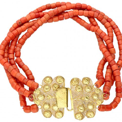 Four row antique Zeeland red coral necklace with a 14K. Yellow gold closure. 印章:…