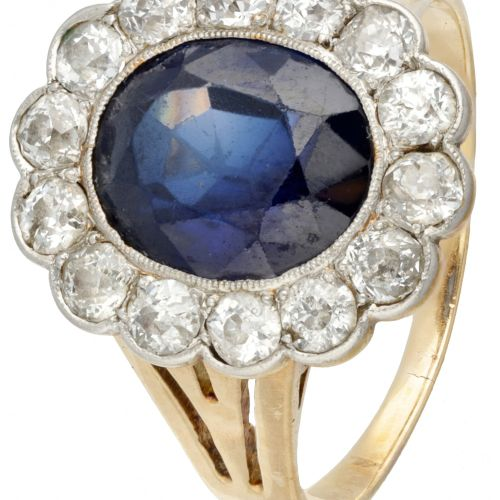 18K. Yellow gold and Pt 900 platinum rosette ring set with approx. 0.70 ct. Diam…