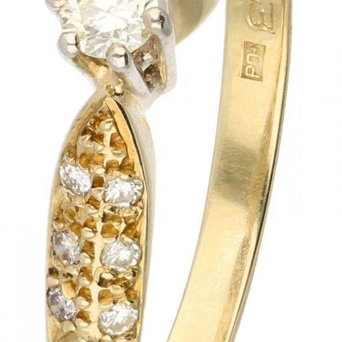 14K. Yellow gold shoulder ring set with approx. 0.14 ct. Diamond. 制造者的标记。Pas Dia…