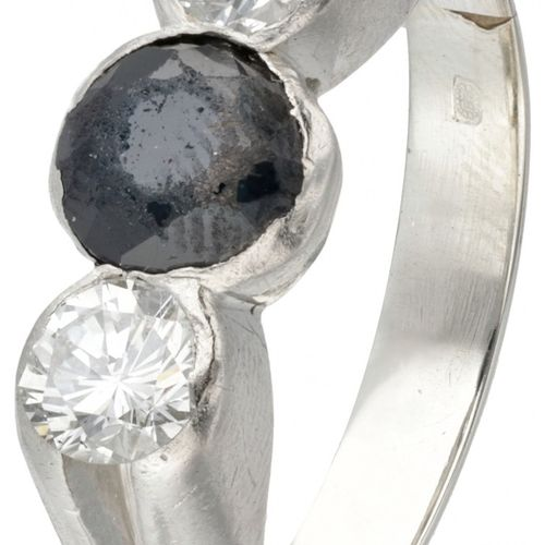 Pt 950 Platinum ring set with approx. 0.54 ct. Diamond and natural sapphire. Poi…