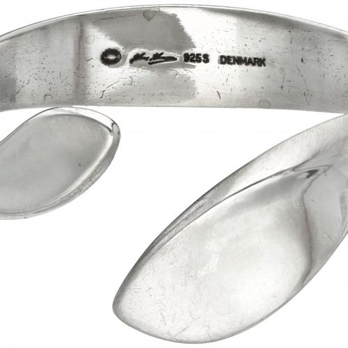 Hans Hansen for Georg Jensen silver bangle with stylized leaf shaped ends 925/10…