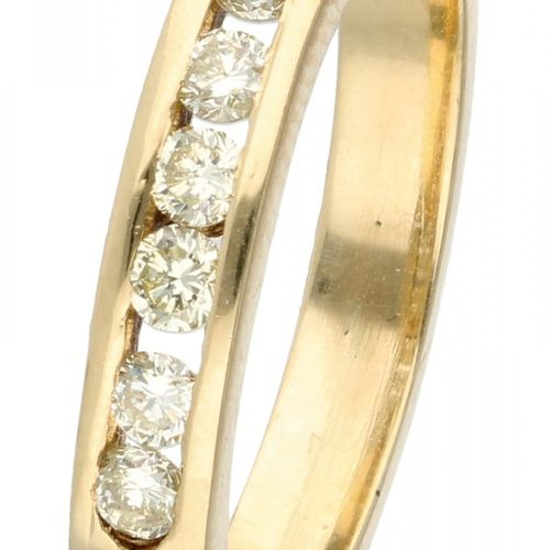 14K. Yellow gold ring set with approx. 0.21 ct. Diamond. 7 diamants taille brill…