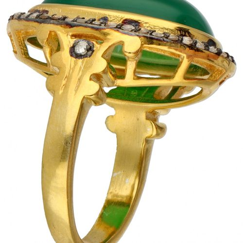 Gold plated silver cocktail ring set with diamond and approx. 12.69 ct. Chrysopr…