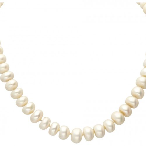 Vintage freshwater pearl necklace with an 18K. Yellow gold closure. Poinçons : 7…