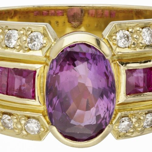 14K. Yellow gold cocktail ring set with approx. 0.20 ct. Diamond and approx. 2.2…