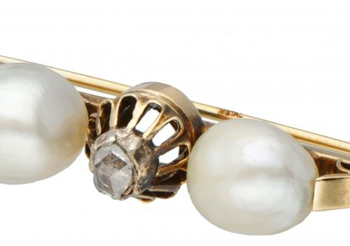14K. Yellow gold brooch set with a rose cut diamond and freshwater pearls. Poinç…