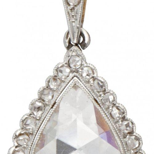 14K. Bicolor gold Art Deco pendant set with rose cut diamonds. Poinçons : 585. A…