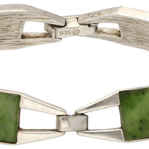 Silver Franz Scheuerle design bracelet set with jade 835/1000. 由6个可移动的环节组成。印记:83…