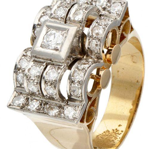 14K. Yellow gold tank ring set with approx. 0.66 ct. Diamond. 印章:585。有一颗明亮式切割钻石和…