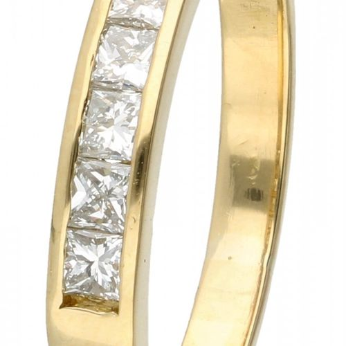 18K. Yellow gold ring set with approx. 0.42 ct. Diamond. 7 diamants taille princ…