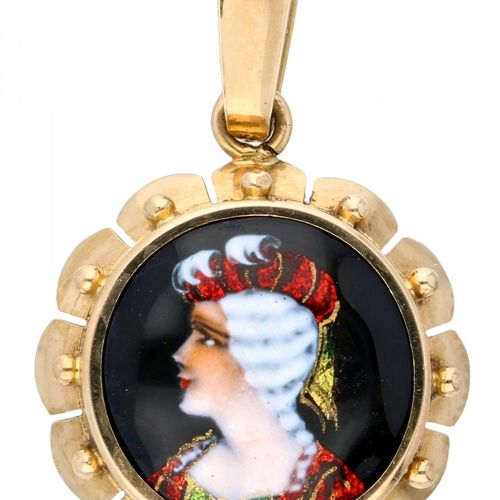 14K. Yellow gold pendant with portrait in Email d'Art. Lxl : 2,7 x 1,8 cm. Poids…