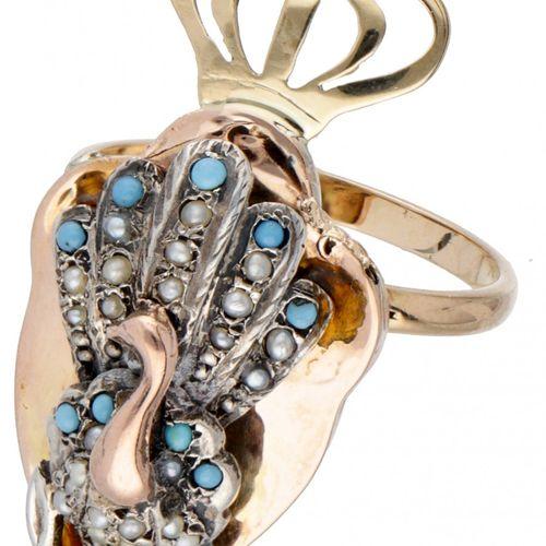 BLA 10K. Tricolor gold antique ring of a peacock with crown. 孔雀镶有籽珍珠和蓝色宝石。少数种子珍珠…