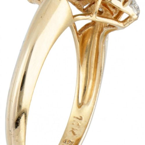 14K. Yellow gold vintage openwork ring set with approx. 0.08 ct. Diamond and app…