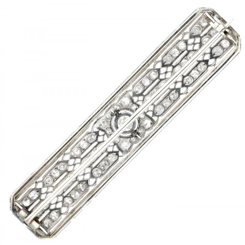 18K. White gold openwork Art Deco brooch set with approx. 0.73 ct. Diamond. Poin…