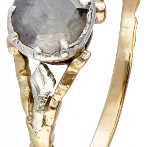 14K. Yellow gold vintage ring set with a rose cut diamond. Poinçons : 585, 925. …