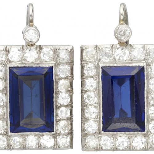 14K. White gold Art Deco earrings set with approx. 2.10 ct. Diamond and approx. …