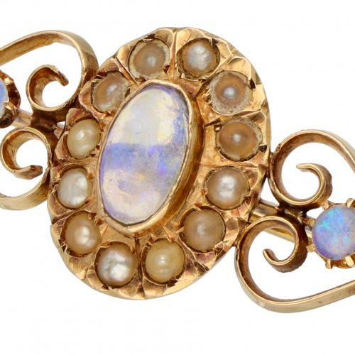 14K. Yellow gold antique brooch set with approx. 1.78 ct. Water opal and seed pe…