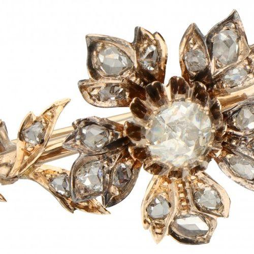 14K. Rose gold antique brooch set with rose cut diamond. 印记:橡树叶。镶嵌23颗玫瑰式切割钻石(1x约…