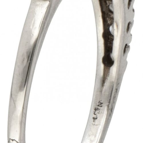14K. White gold ring set with approx. 0.44 ct. Diamond. Poinçons : 585, Kr+, 35H…