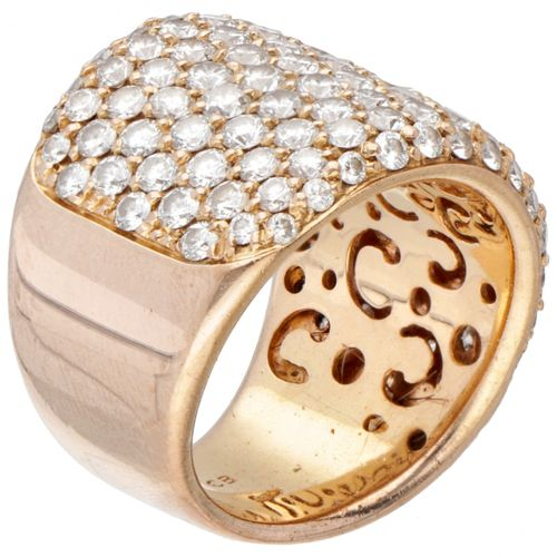 18K. Rose gold pave ring with openwork inside and set with approx. 4.52 ct. Diam…