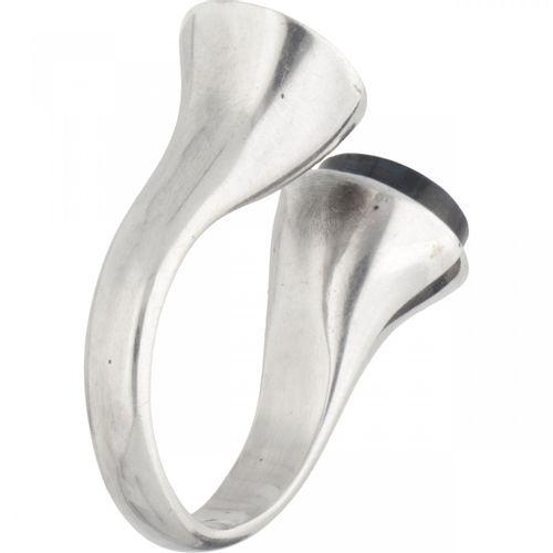 Bent Gabrielsen for Georg Jensen no.173 silver ring set with spectrolite. Poinço…