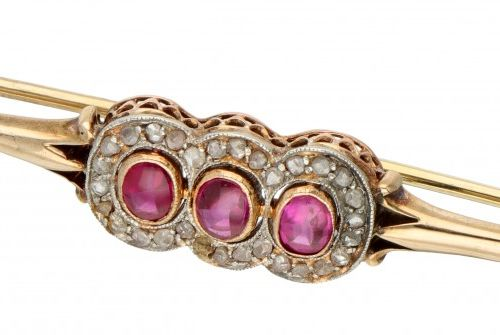 14K. Yellow gold Art Deco brooch set with approx. 1.08 ct. Synthetic ruby and …