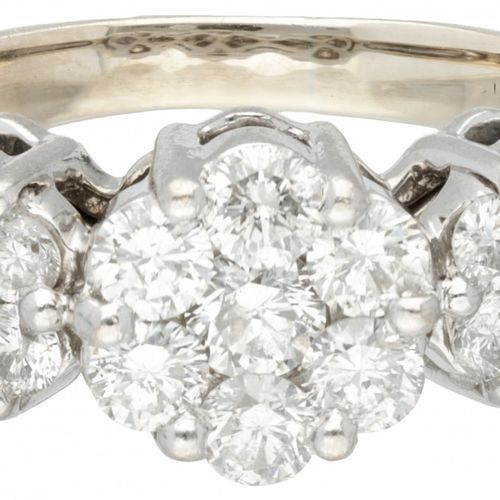 14K. White gold shoulder ring set with approx. 1.32 ct. Diamond. Poinçon : 585. …