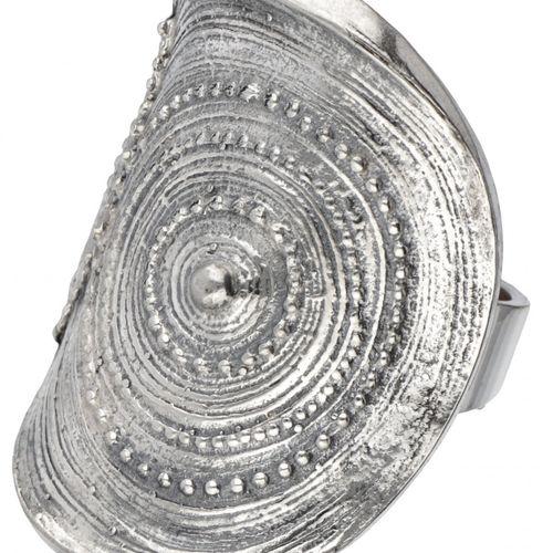 Jorma Laine for Turun Hopea silver 'Chic' ring 830/1000. Poinçons : Jorma Laine,…