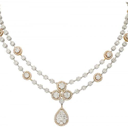 18K. Bicolor gold entourage necklace set with approx. 4.66 ct. Diamond. 印章:750。有…