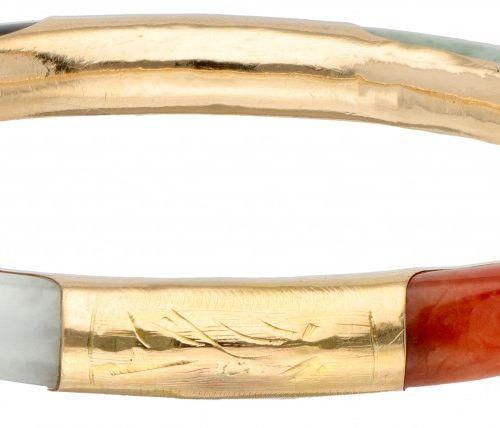 14K. Rose gold bangle bracelet set with various colors of jade. 印记:14K,585。有安全链和…